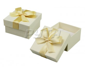 90030 Hard cardboard with ribbon on the lid, a series of Pearl classic 60х60