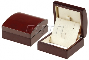 04620 Wooden box,  Exclusive collection