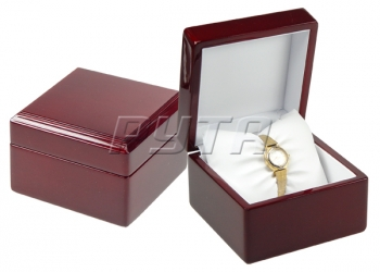 00325 Wooden box,  Exclusive collection